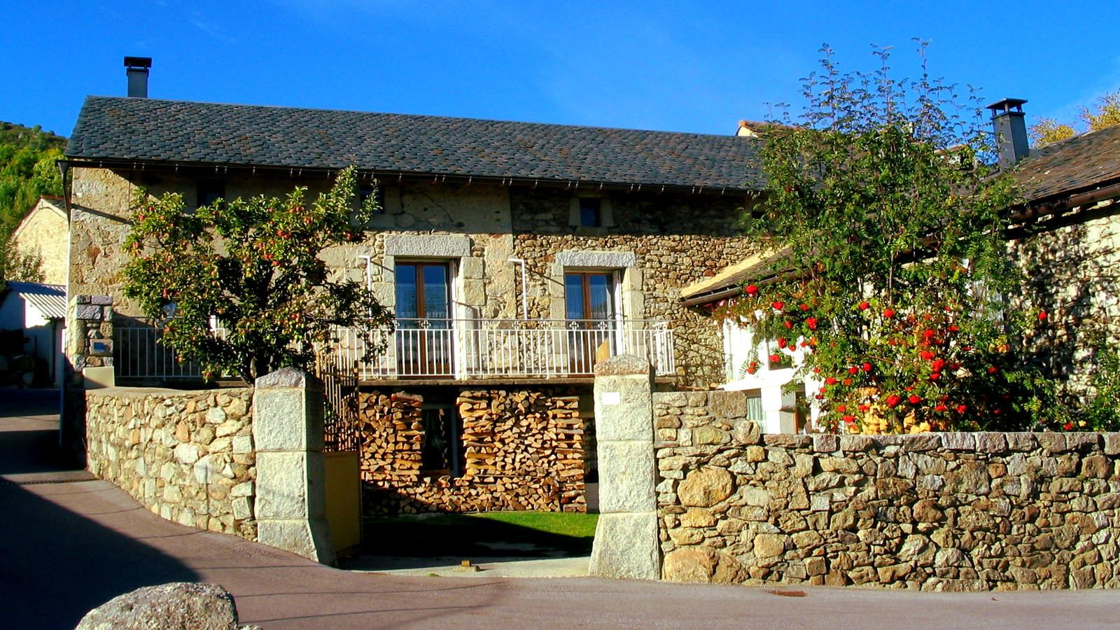 Baños Romanos Dorres:Fachadas De Casas Con Cantera