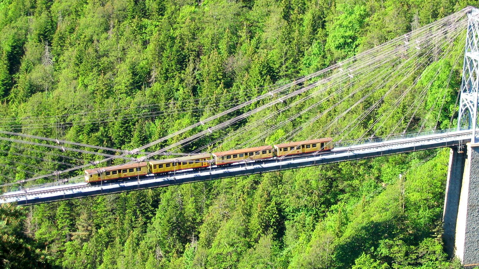 Baños Romanos Dorres:Yellow Train